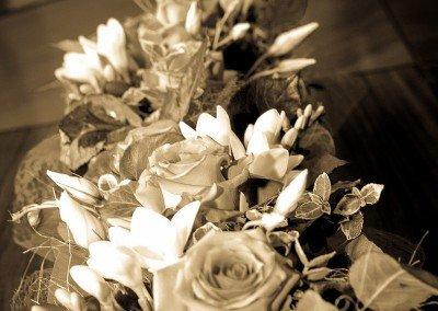 Armoniosi dettagli floreali del bouquet della sposa