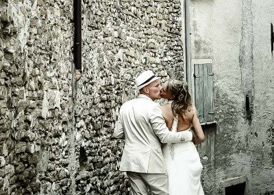 Passeggiata romantica dopo le nozze