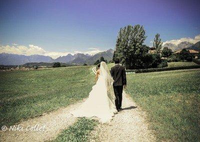 In viaggio mano nella mano lungo una vita d'amore