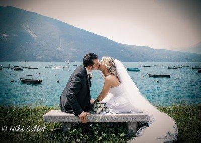 Momenti magici in un romantico bacio nel giorno del matrimonio