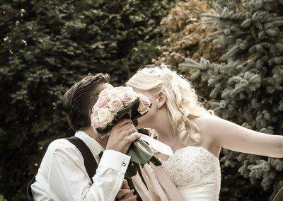 Attimi romantici dopo lo scambio delle promesse