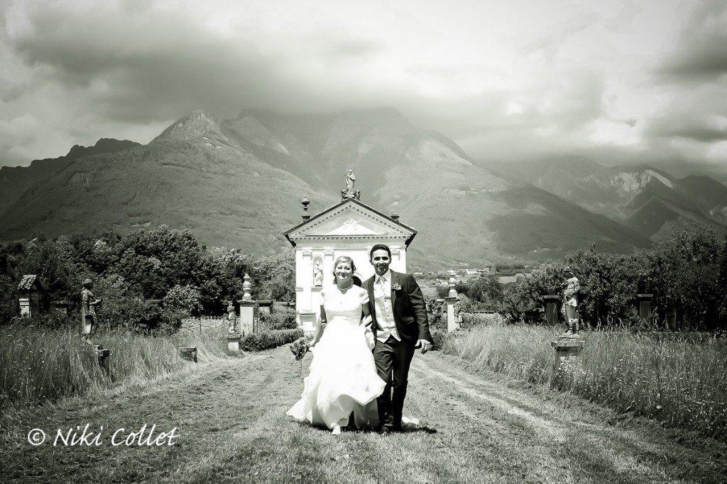 Passeggiata romantica e senza tempo dopo la celebrazione delle nozze