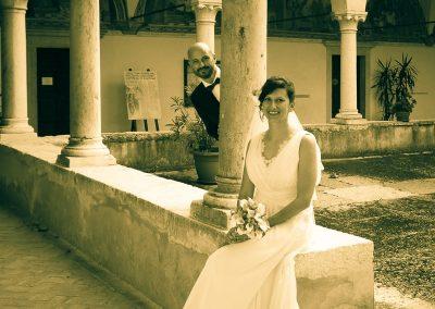 Foto matrimonio in un chiostro, cornice storica e d'altri tempi