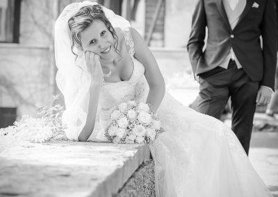 Foto matrimonio in bianco e nero cornice rurale