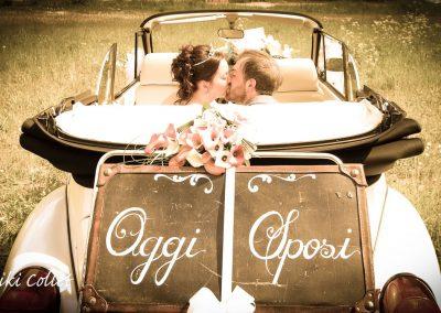 Una bellissima fotografia di matrimonio e l'amore di due novelli sposi