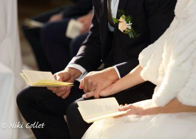 sposi che si tengono la mano servizi fotografici di matrimonio