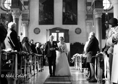 arrivando all'altare sposa servizi fotografici di matrimonio