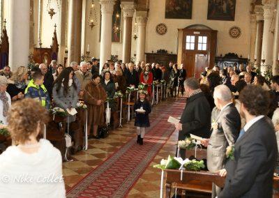 l'arrivo delle fedi in chiesa servizi fotografici di matrimonio
