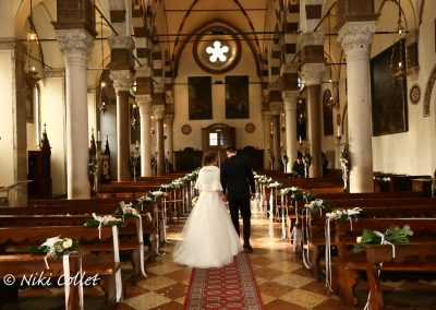 Sposi verso l'altare servizi fotografici matrimonio di Niki Collet