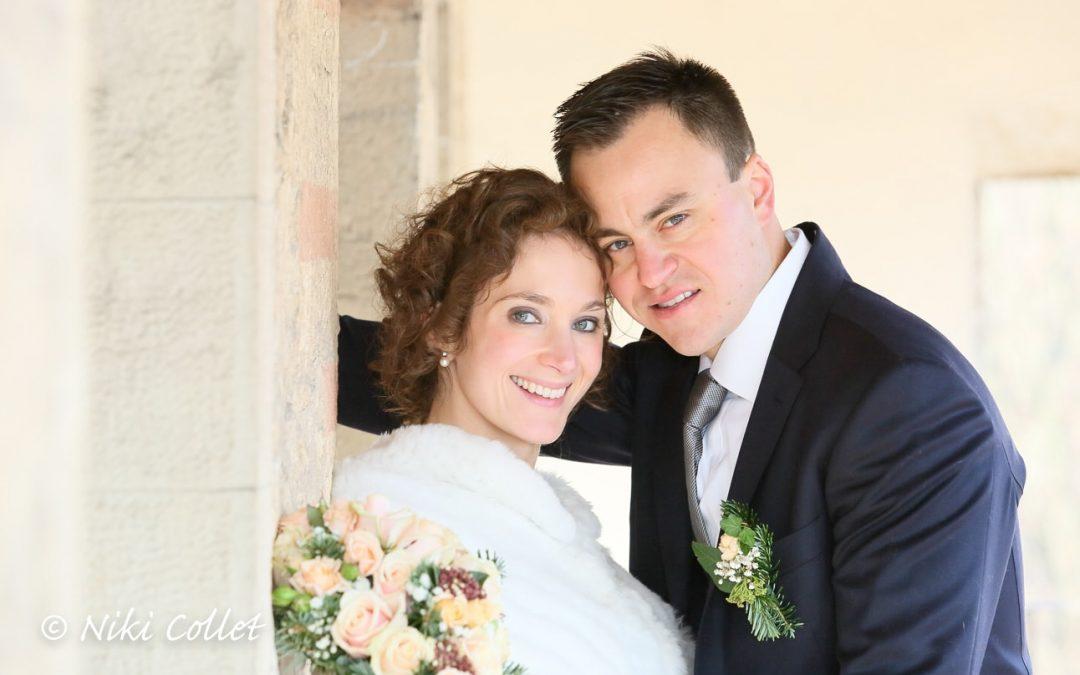 I sorrisi degli sposi in un'immagine romantica e delicata