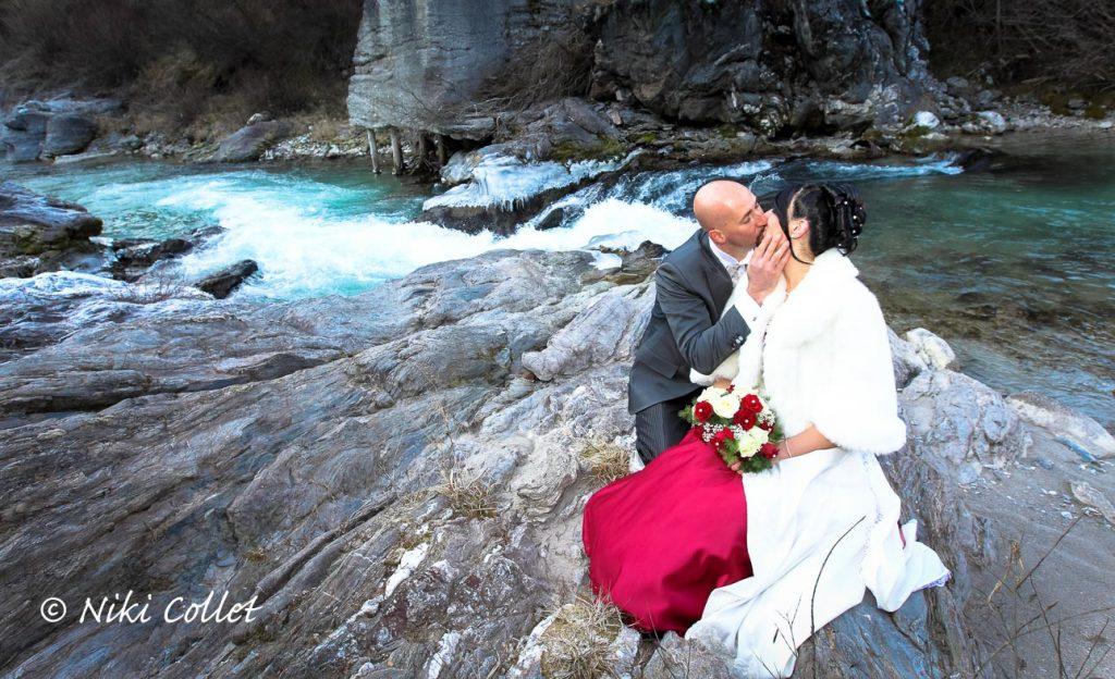 Servizi fotografici di matrimonio a Belluno in montagna riva al fiume