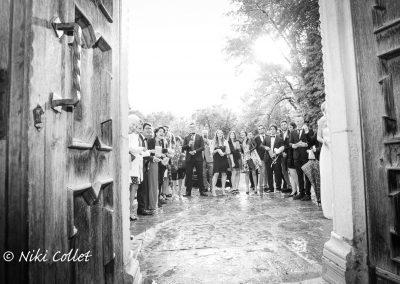 Lancio del riso sugli sposi servizio fotografico di nozze